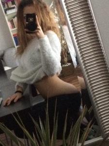 selfie coquin pour calin dans le 17 avec filles bonne