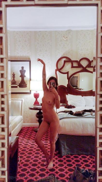 selfie sexe plan cul dans le 18 avec fille sexy
