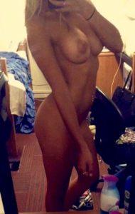 selfie sexy de femme du 21 pour plan pipe et cul